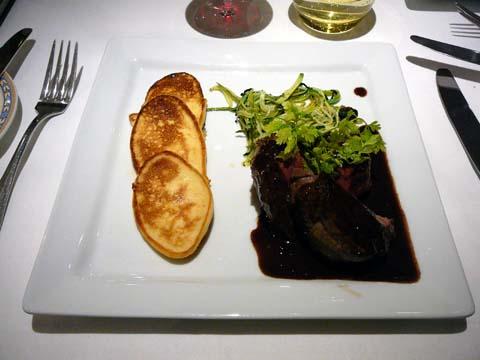 Filet de boeuf Charolais, sauce au Juliénas, crêpes Parmentier