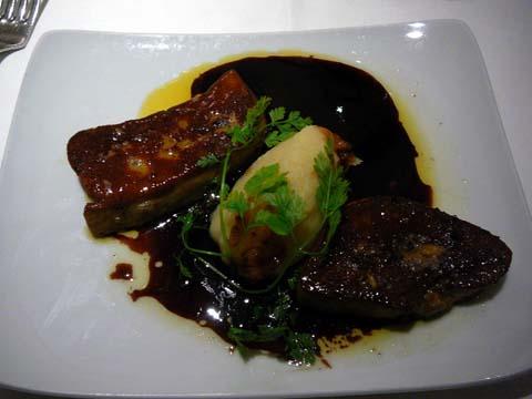 Escalope de foie gras poêlée, jus de Porto, fond d'artichaut étuvé