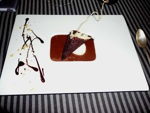 Mousse au chocolat, chou fleur aux zestes de citrons, glace à l'ajowan, dentelle au cacao