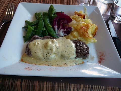 Filet de boeuf, beurre maison, gratin dauphinois, haricots verts