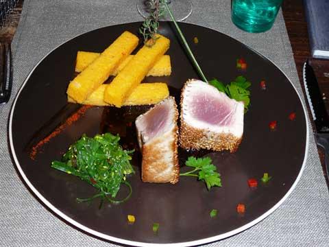 Thon rouge sauce tériaki et wakamé, frites de polenta au piment d'Espelette