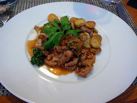 Emincé de porc sauce thaï, pommes sautées, endives meunières