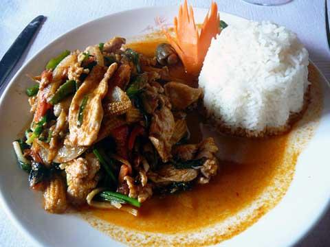 Poulet à la pâte de curry thaï