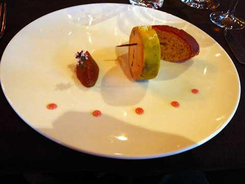 Mi- cuit de foie gras de canard français confectionné maison à la vanille des îles Bourbon création à l'INPI N 52608, compotée de figues, tranche de bescoin