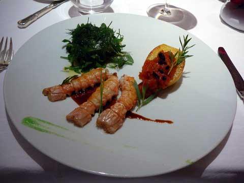 Langoustines de Saint Guénolé juste saisies, courgette jaune, tomate et basilic