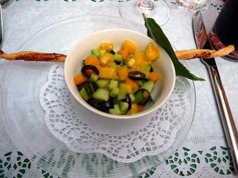 Tartare de mangue, olives et concombre