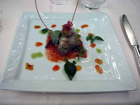 Thon et saumon marinés, un haché menu de lavaret aux aromates, oeuf de caille à l'huile d'Argan, douceur de 3 poivrons au miel