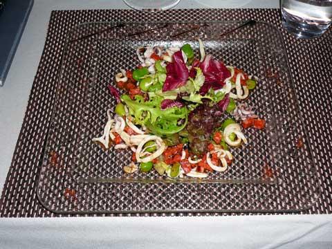 Salade de calamars poêlés au chorizo et fèves