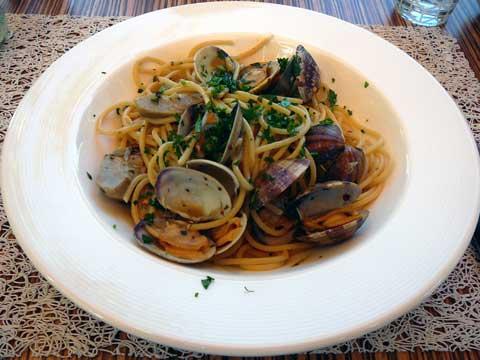 Spaghetti aux artichauts et aux vongole