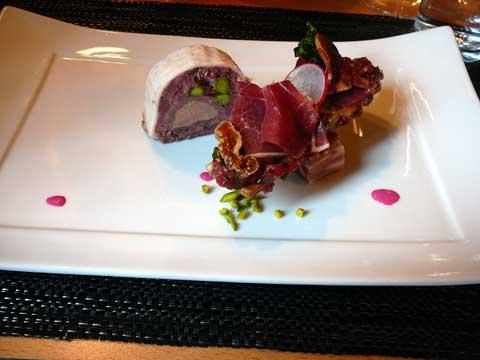 Marbré de foie gras au sanglier et mille feuille de céleri aux pommes confites, tarte fine de tartare de cerf au naturel et chutney aux figues