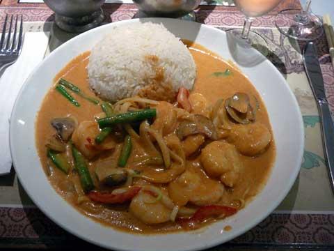 Crevettes au curry rouge, riz nature