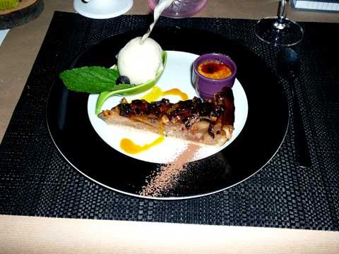 Dessert du chef (mini crème brûlée, sorbet poire, tarte aux pommes)