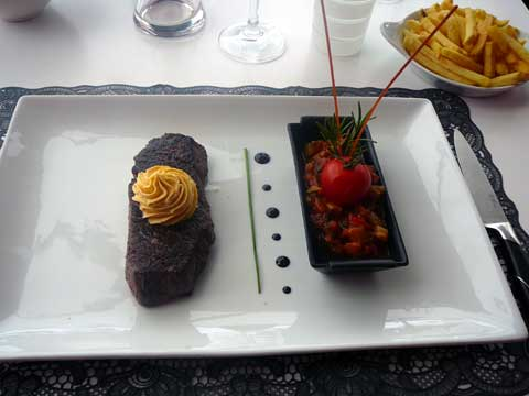Steak de cheval, beurre café de Paris