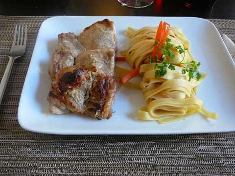 Hauts de cuisse de poulet au yogourt, citron vert et coriandre, tagliatelle aux spaghetti de légumes