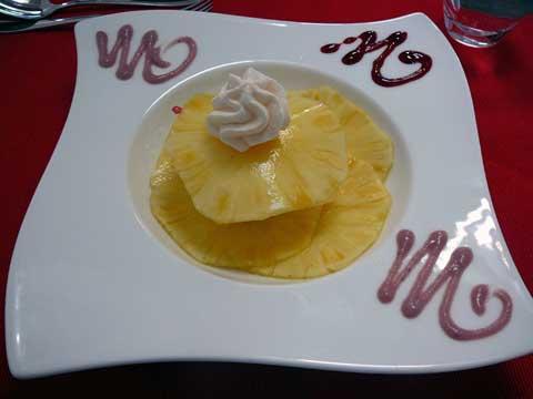 Carpaccio d'ananas, sorbet citron, meringues