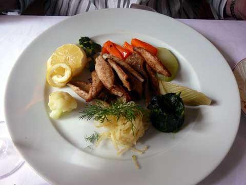 Restaurant Le Maguet, Les Evouettes  Filets de perche meunière