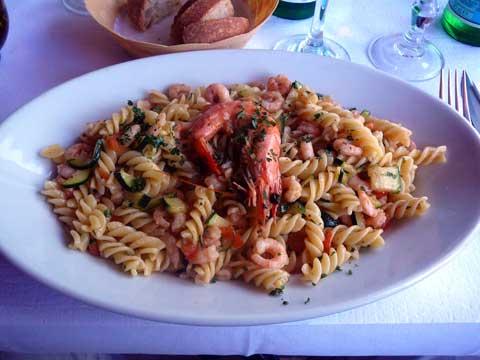 Fusilli mare et giardino (crevettes, courgettes et tomates)