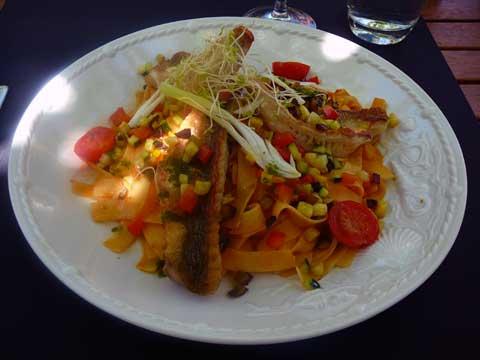 Restaurant la Pinte des Vernes, Pringy : Tagliatelles à la provençale, rougets grillés et huile de thym citronnée