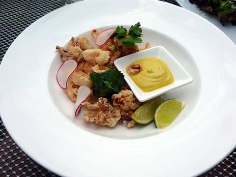 Calamars croustillants, aïoli au curry, piment jalapeño