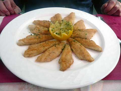 """Café du Basset - Clarens : Filets de perche """"meunière"""""""