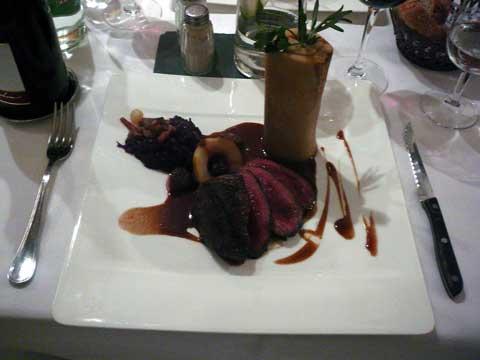 Hôtel Restaurant A la Chotte, Romanel : L'entrecôte de cerf Grand Veneur , mousseline de marrons et garniture chasse