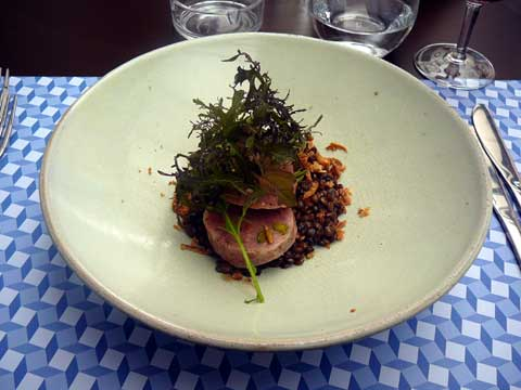 Café de la Paix, Genève : Vinaigrette de lentilles, saucisson pistaché et pousses de moutarde
