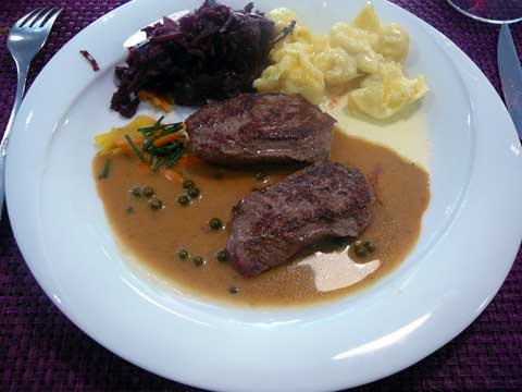 Restaurant des Bains de Lavey :  Noisette de chevreuil, sauce au poivre vert