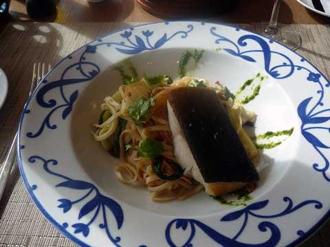 Filet de Black Cod, chop suey à la citronnelle et gingembre
