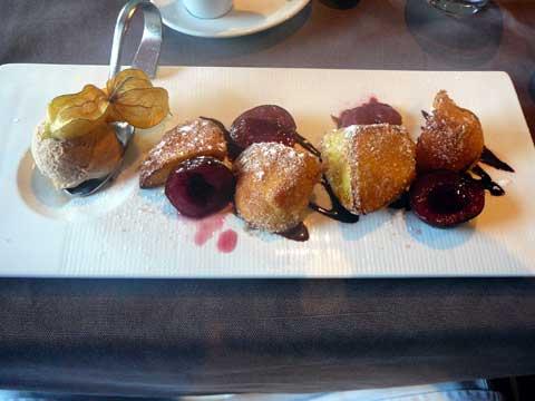 Restaurant Le Nomade à Lausanne : Brioche perdue, coulis de prune à la badiane, glace cannelle