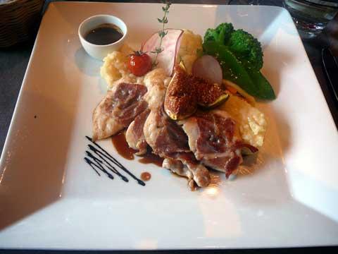 Restaurant Le Nomade à Lausanne : Saltimbocca de lapin aux figues sur risotto, sauce au porto et légumes d'automne