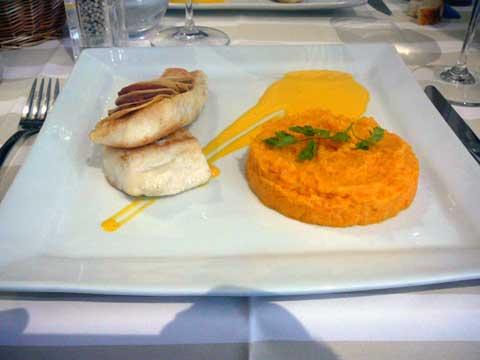 Restaurant Les Sales Gosses, Strasbourg : Filet d'aiglefin, écailles de pommes de terre et chorizo, purée de carottes