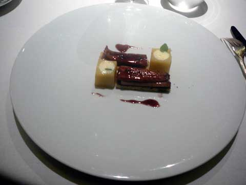 Restaurant 1741 Strasbourg : Filet d'anguille, fumé légèrement, laqué aux vin rouge, pomme de terre fondante au raifort
