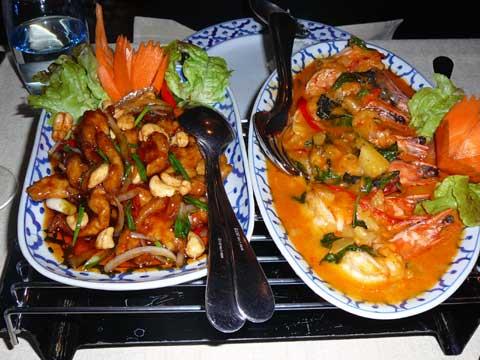 Crevettes royales au curry rouge & Poulet aux noix de cajou
