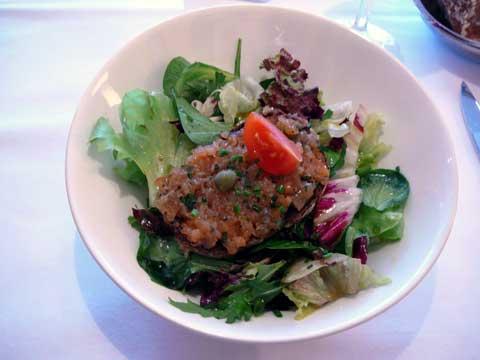 Saladine et toast au saumon