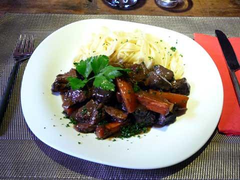 Ragoût de boeuf, carottes et tagliatelle