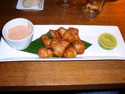 Tori No Karaage (beignets de poulet), mayonnaise aux piments et au citron vert