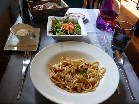 risotto de linguine aux crevettes / salade verte