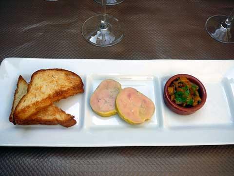 Terrine de foie gras de canard au porto, chutney du moment et pain brioché