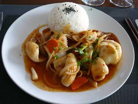 Calamars sautés au saté, riz