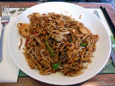 Nouilles sautées à la malaisienne (poulet, boeuf, crevettes)