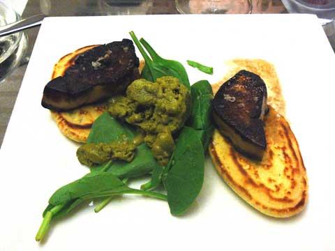 Foie gras de canard Rougié poêlé au passito, glace de cima rappa, pancakes à la marjolaine