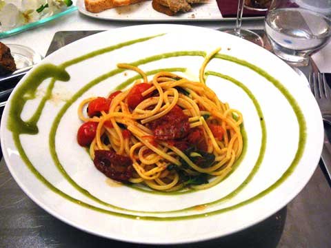 * The Italian Job : spaghetti artisanaux, tomates semi-confites, basilic