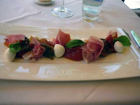Poivrons confits à la piémontaise, mozzarella di bufala & jambon de Parme