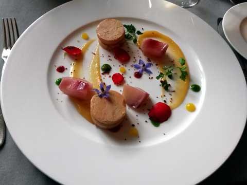 Le foie gras en gelée des fleurs du jardin, pain de campagne grillé
