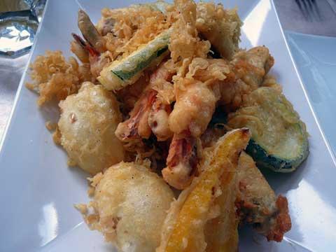 Tempura de crevettes et de légumes