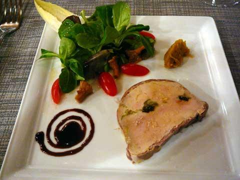 Nougatine de foie gras maison marinée au vin doux