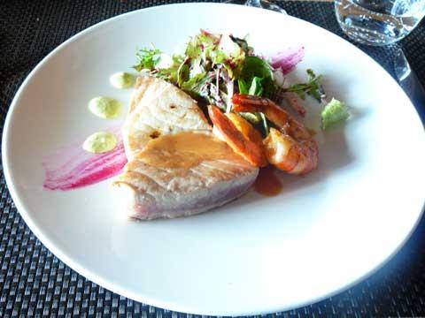Restaurant Seven Easy, Ascona : Filetto di tonno et gamberi, barbietolla e maionnaise ai piselli