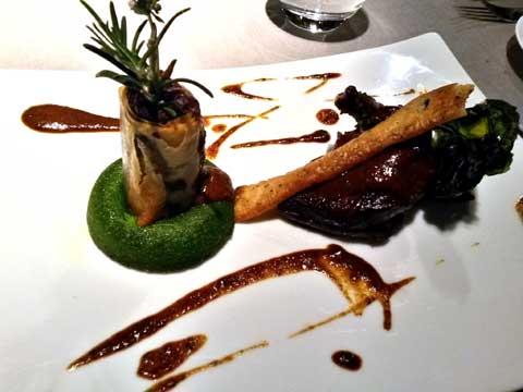 Suprême de pigeon rôti, la cuisse confite en nem, duxelle de champignons, bavarois epinard, jus court à la truffe
