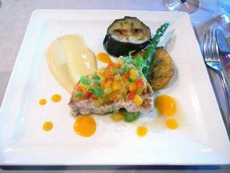 Espadon grillé, salsa exotique et condiment curry & citron vert