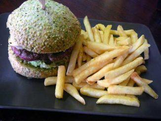 Burger au pesto + frites